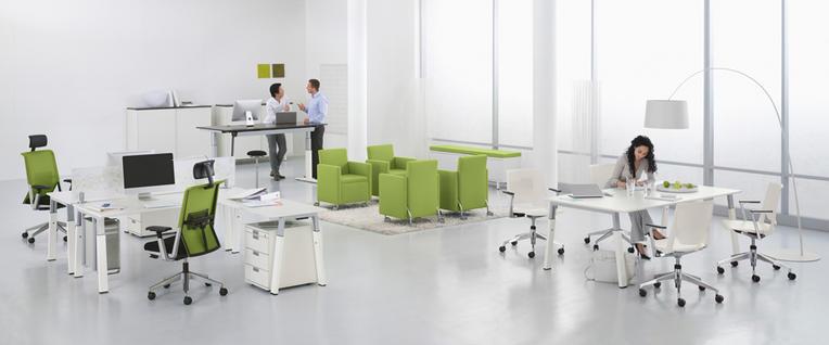Steh-Sitz-Arbeitsplätze ermöglichen einfache Haltungswechsel