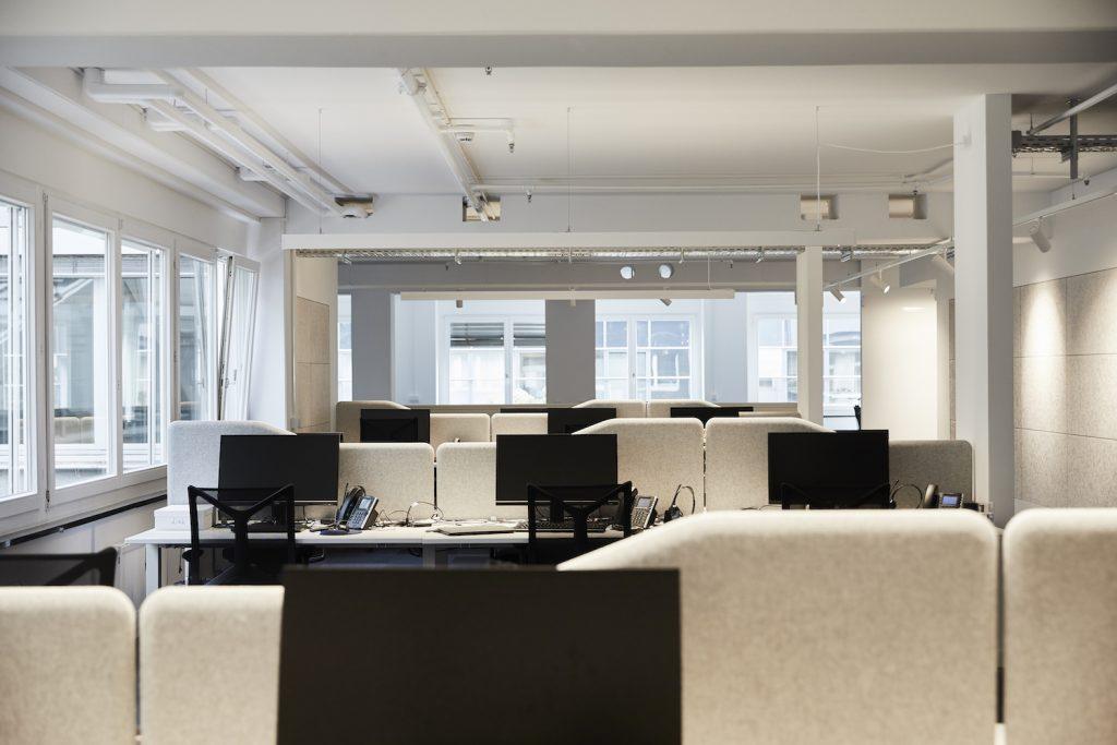 Motivierende Arbeitsplätze. An den einheitlich gestalteten Plätzen kann man gut konzentriert arbeiten