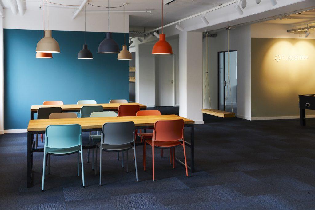 Motivierende Arbeitsplätze können auch durch anregende, freundliche Pausenräume geschaffen werden