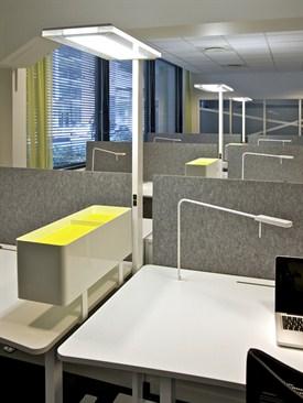 LED-Lampe am Arbeitsplatz
