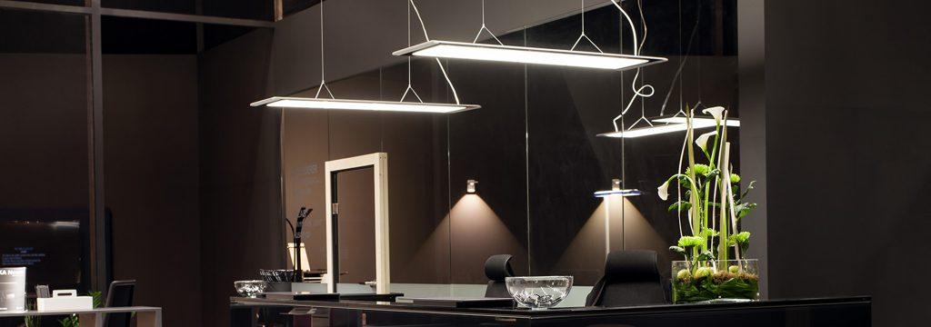 leuchtend inszeniert: Licht im Büro | ALLTEC Bürokonzept