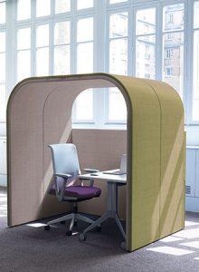 Schirmt ab. Das akustische Raum-in-Raum System schafft Platz für konzentriertes Arbeiten