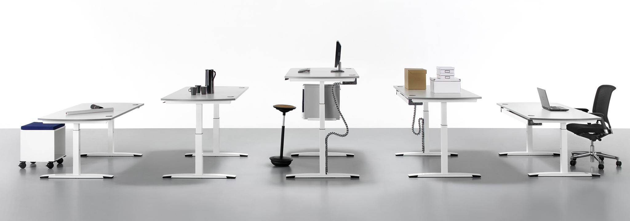 Steh-Sitz-Arbeitsplätze bringen Bewegung in den Arbeitsalltag