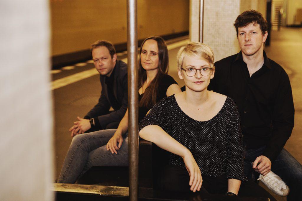 Musik in Möbeln: Die Pianistin Fee Stracke hat sich von Sitzmöbeln inspirieren lassen
