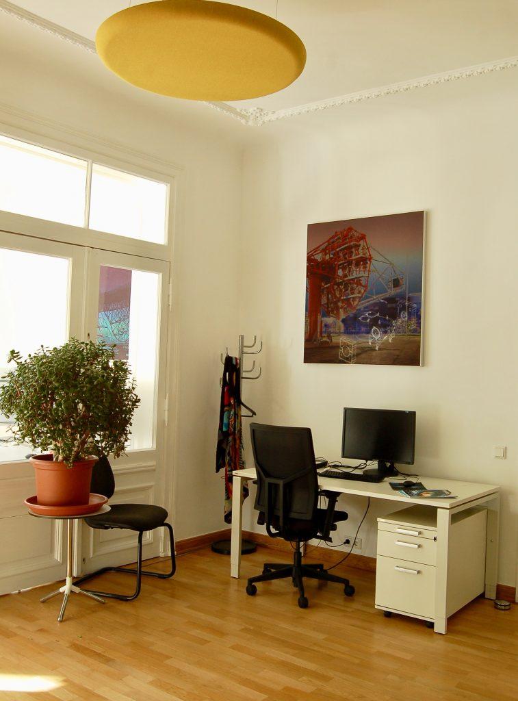 Die Akustikbilder und Deckenabsorber haben die Akustik in den Büros des DESY verbessert.